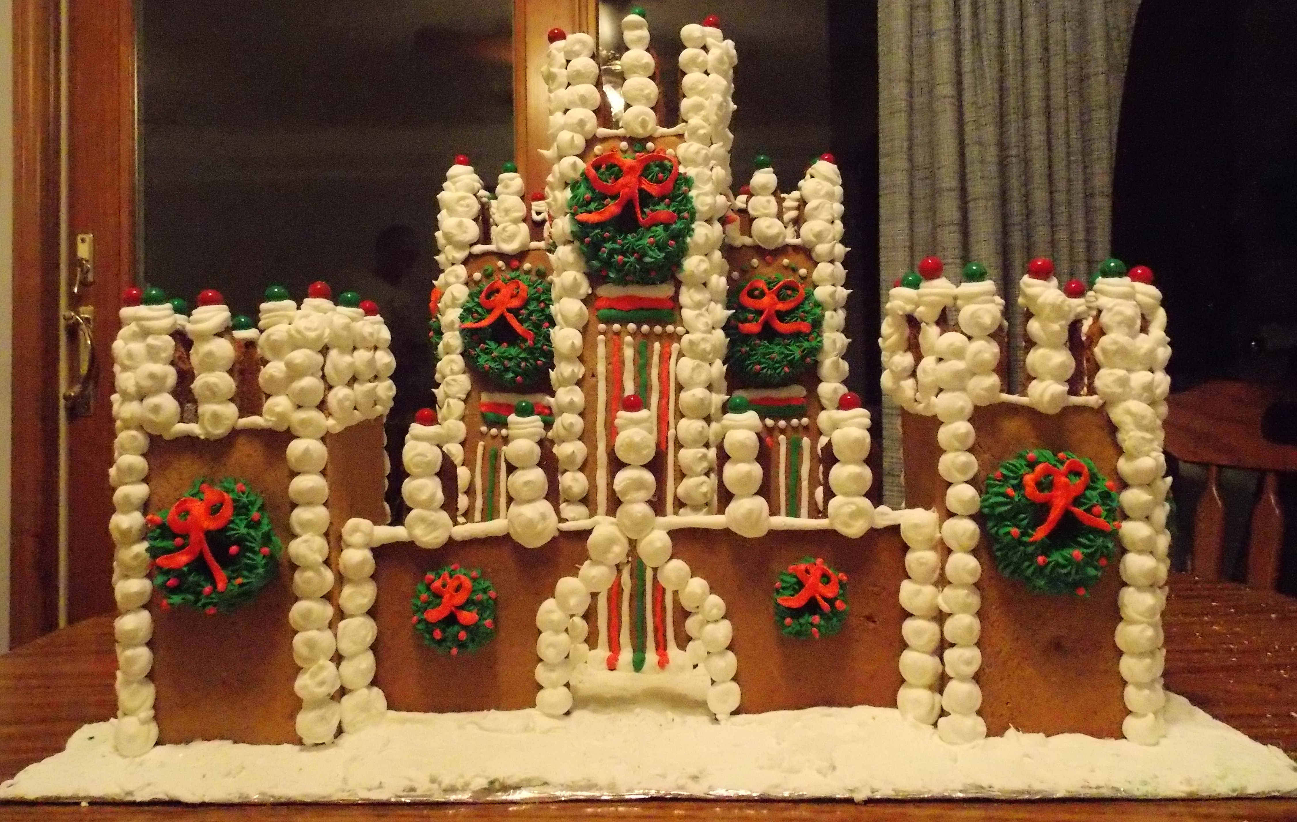 The gallery for gingerbread castle patterns for Cool designs for gingerbread houses