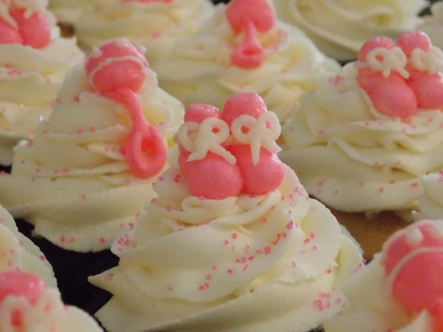 Elaines baby shower cupcakes 132
